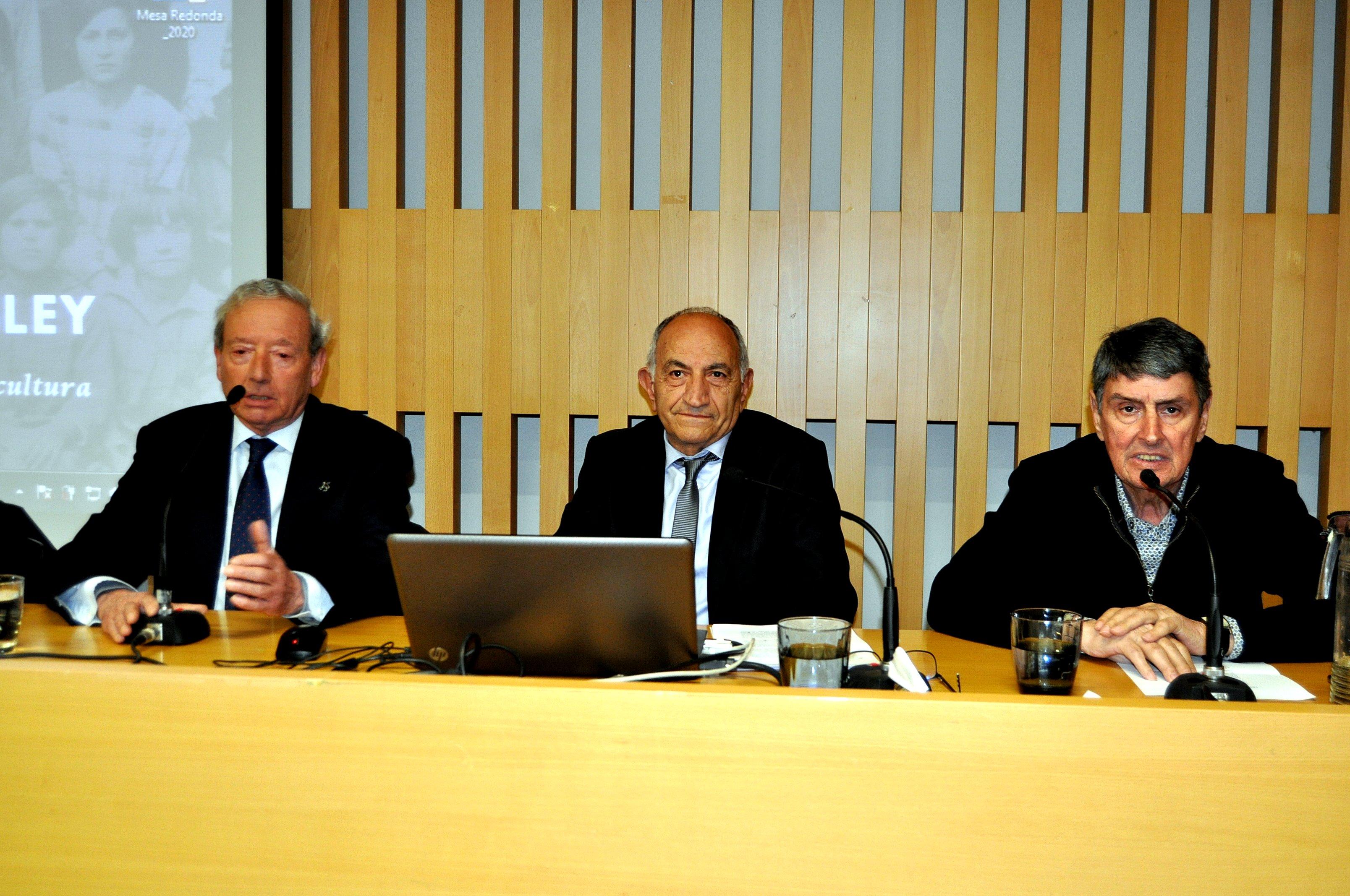 Marcelino Fernández (presidente de Promonumenta), Lorenzo López Trigal y Graciliano Palomo (Patronato de Sierra Pambley)