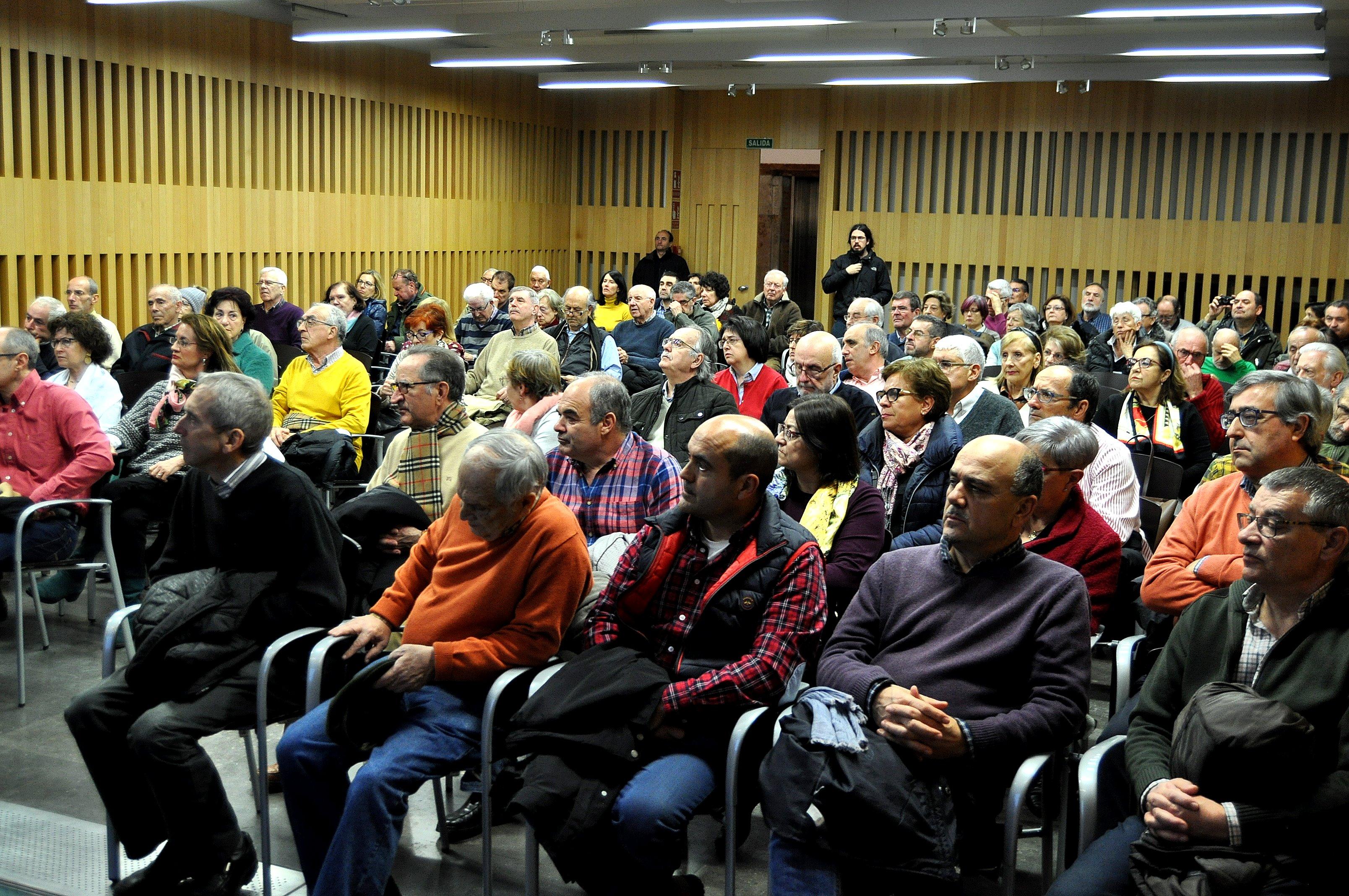 El público llenó la sala.