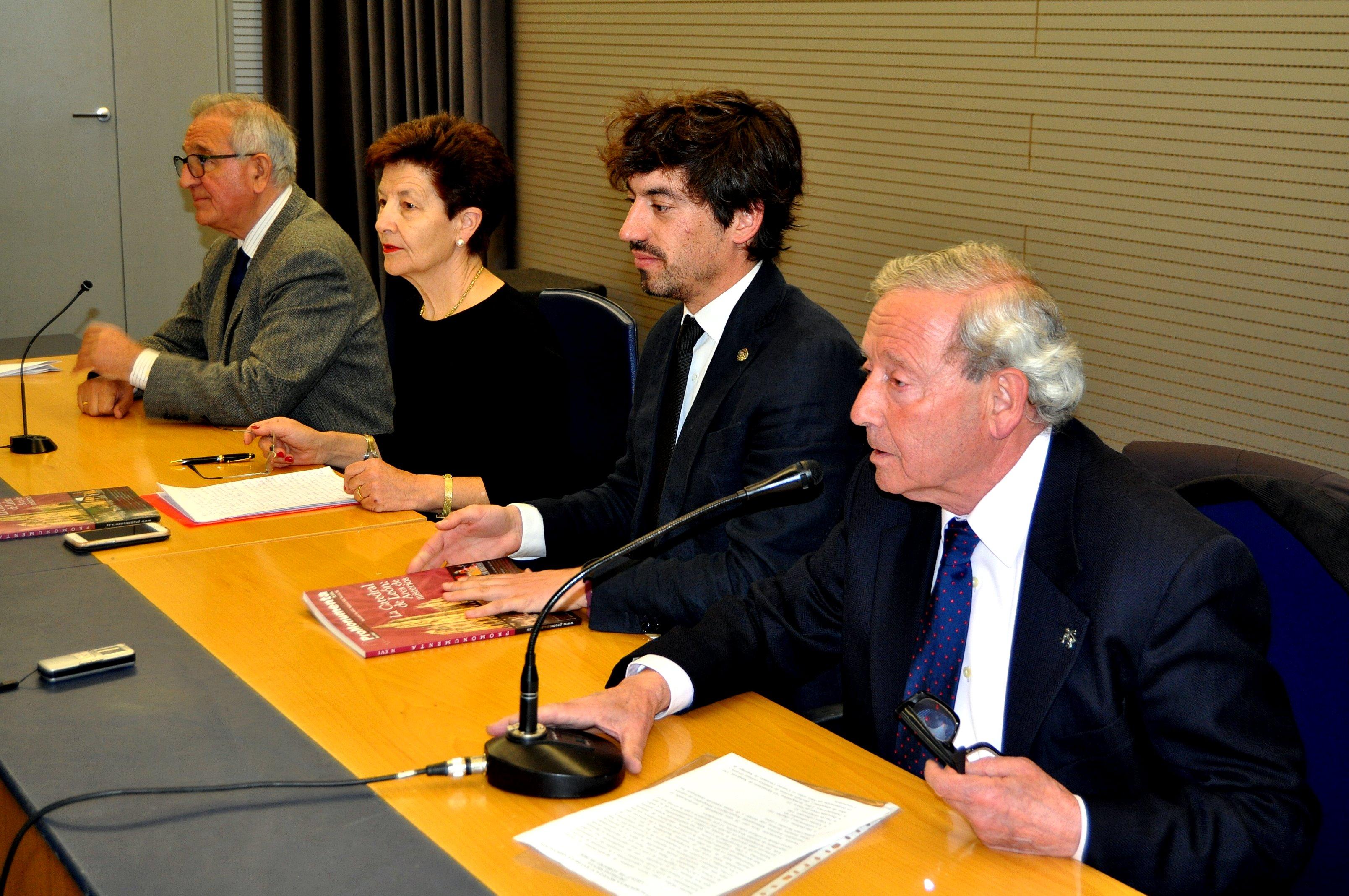 De izda a drecha: Víctor Ferrero, Gregoria Cavero, Pablo López, Marcelino Fernández