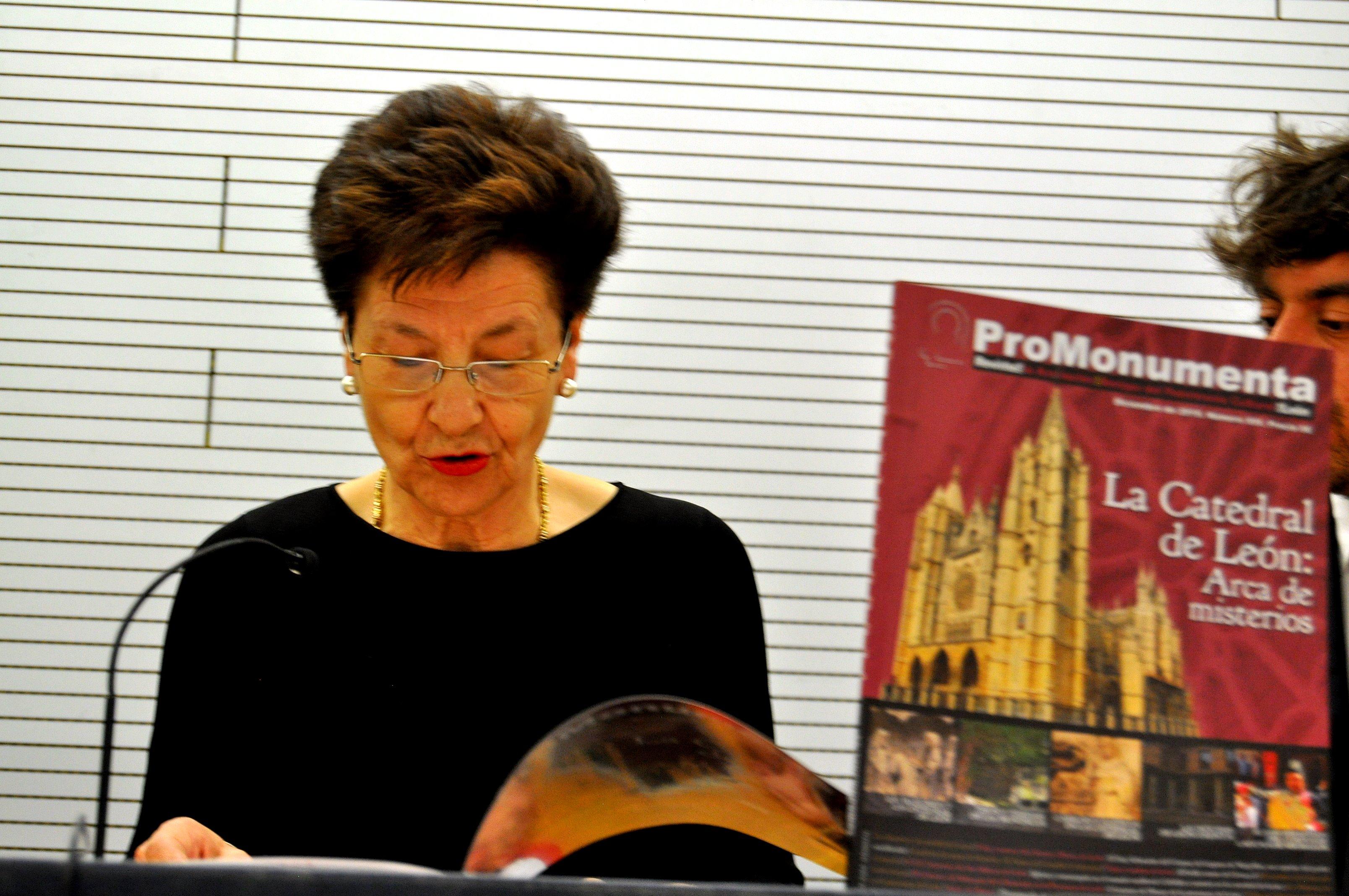 Dña. Gregoria Cavero, presenta la revista ProMonumenta XVI.
