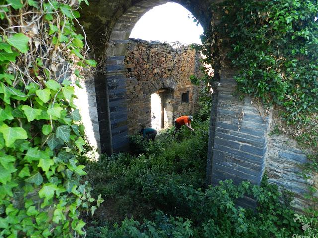 Este deplorable aspecto presentaba la ermita antes de la hacendera.