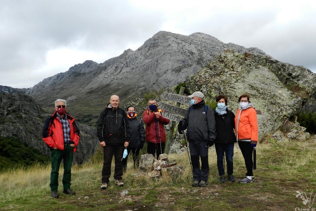 Grupo-Promonumenta-en-Peña-Morquera-fondo-Peña-valdorria