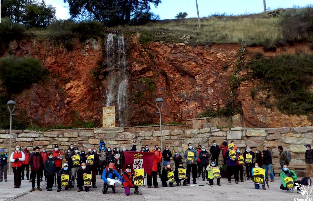Algunos de los asistentes antes de salir de Valdepiélago (Foto David Gustavo López)